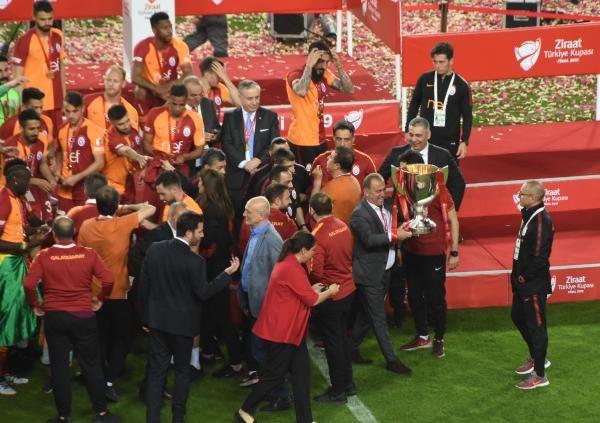 Ziraat Türkiye Kupası şampiyonu Galatasaray kupasını aldı