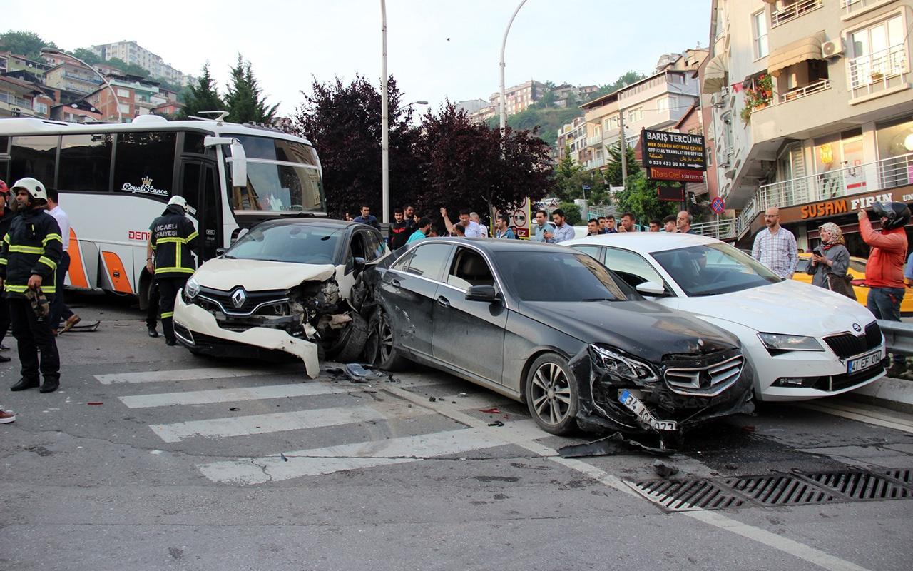 Kocaeli'de midibüsün freni boşaldı 11 araç birbirine girdi
