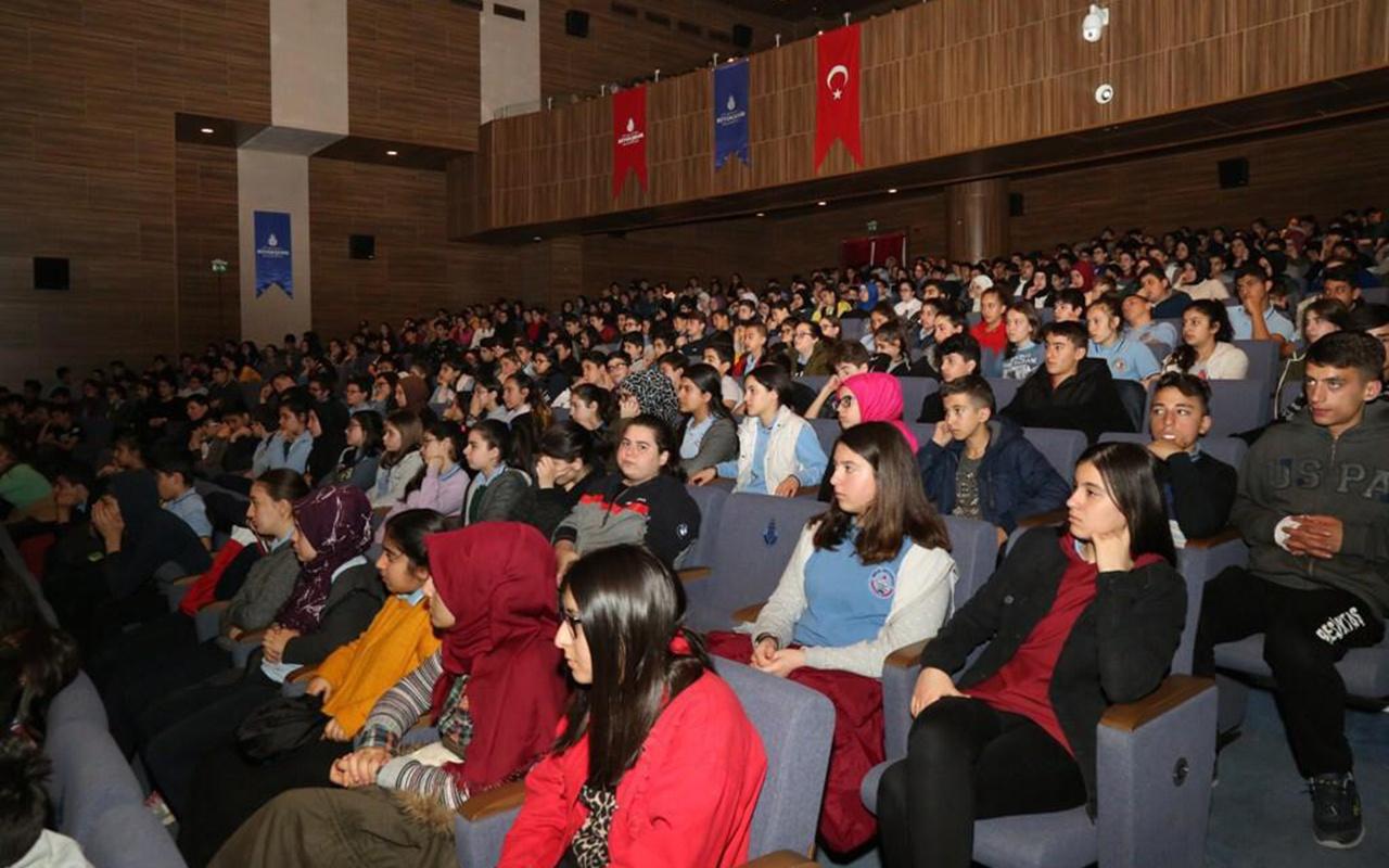 İBB'den LGS'ye hazırlanan öğrencilere geleceğe ilk adım konferansları