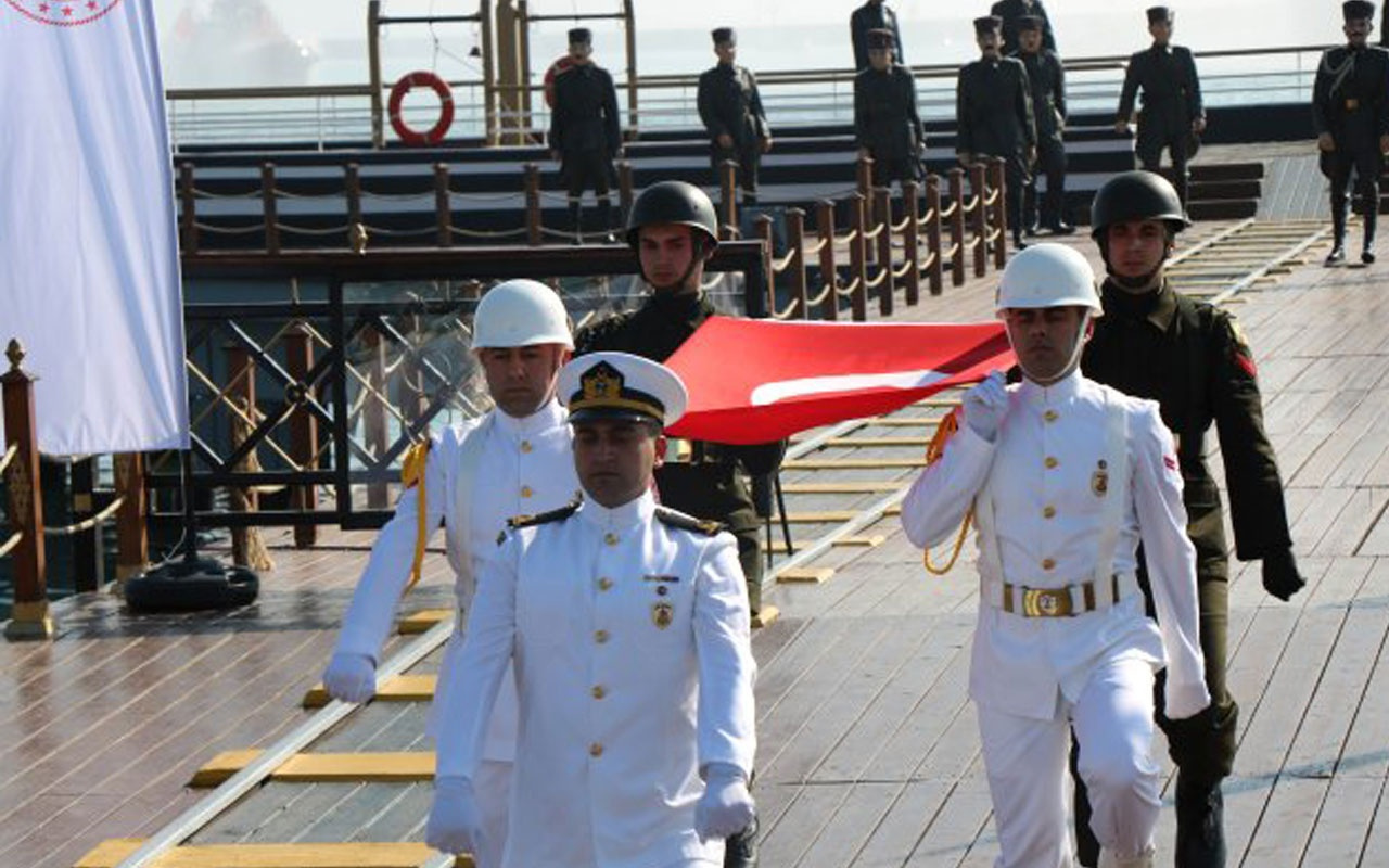 100 Yıllık Gurur! Atatürk'ü Temsil Eden Bayrak Karaya Çıkarıldı
