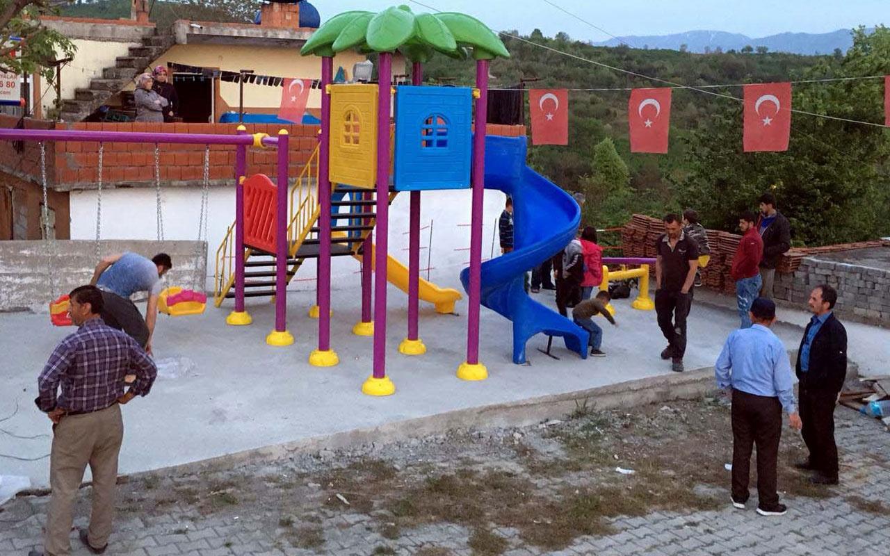 Cenk Eren seçimi kaybeden muhtarın yıktığı çocuk parkını yeniden yaptı
