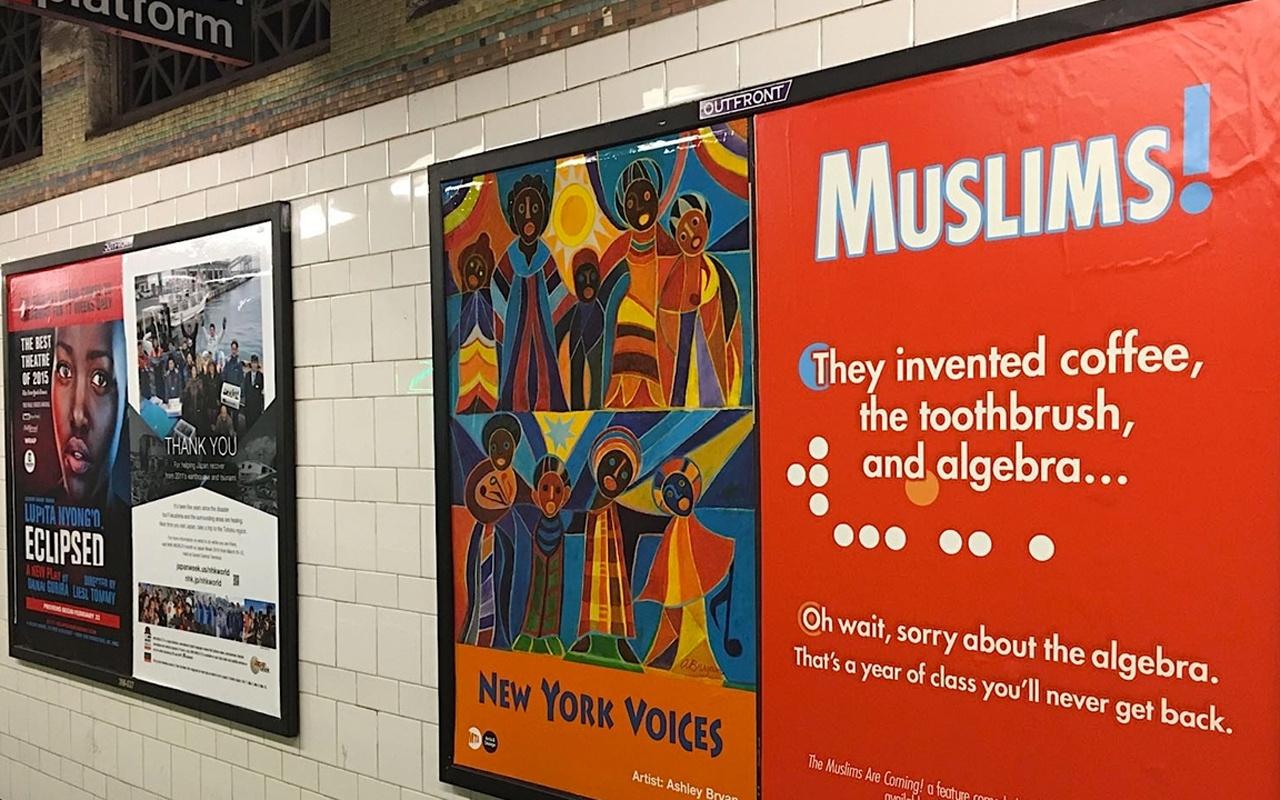 İngiltere'de caddelere İslam karşıtı afişler asıldı