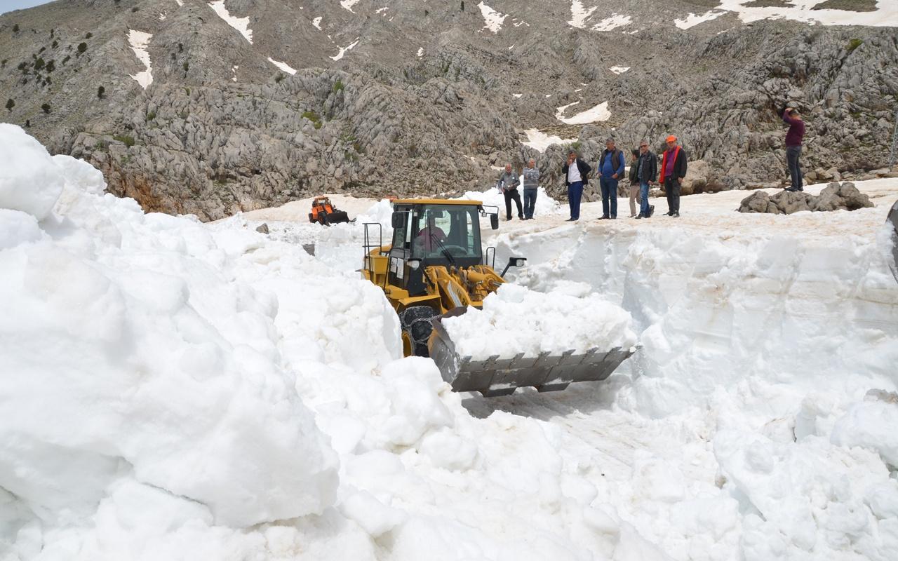 Antalya Büyükşehir Belediyesi karla mücadele ediyor