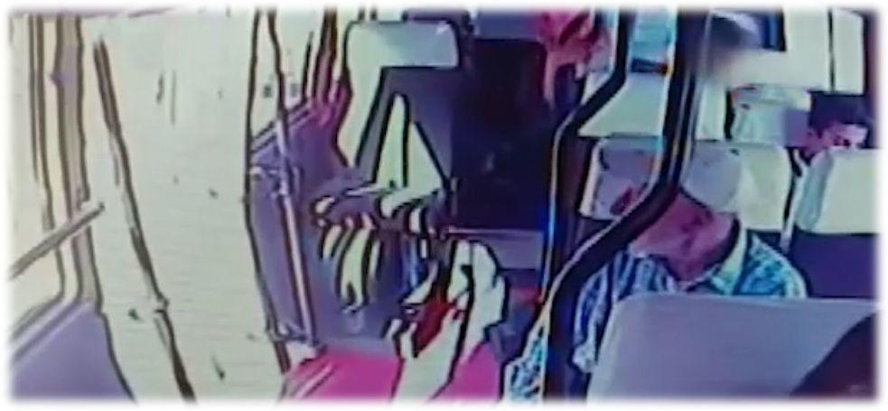 Mersin'de üstü kirli diye koltuğa oturtulmayan çocuğun görüntüleri olay oldu - Sayfa 5