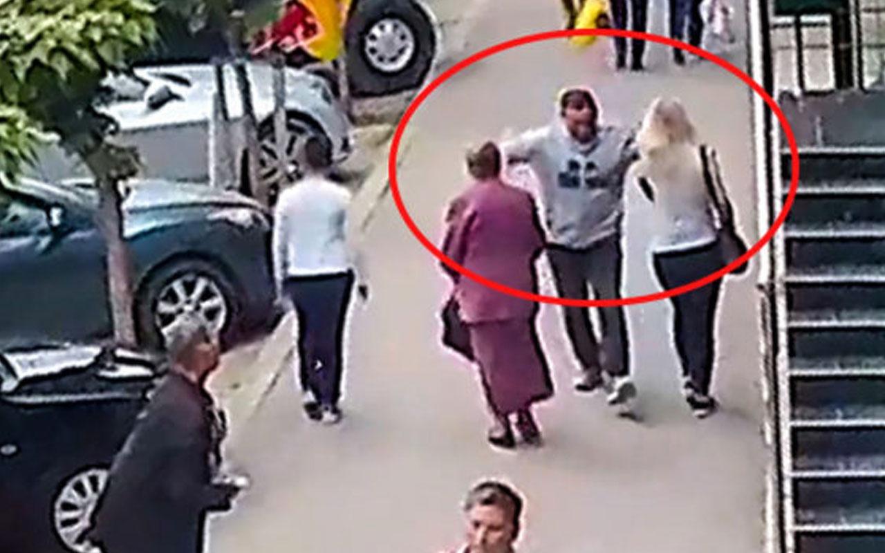 Yolda yürürken aniden iki kadını yumrukladı