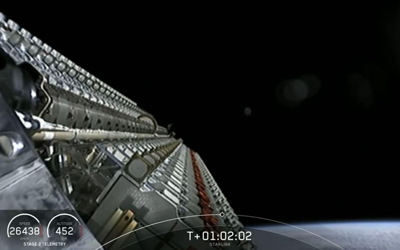 Falcon 9 İstanbul'un üzerinden böyle geçmiş canlı görüntülendi