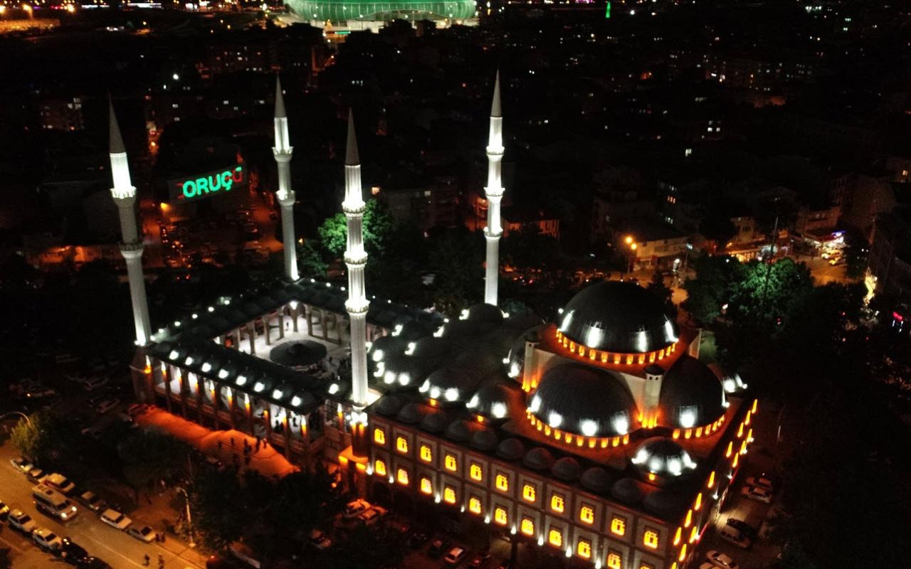 Bursa'da 'Kadir Gecesi'nde camiler doldu