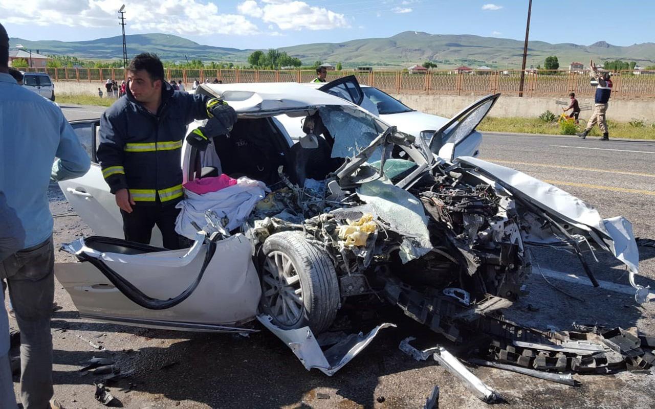 Van'da otomobille iş makinesi çarpıştı 3 ölü 6 yaralı