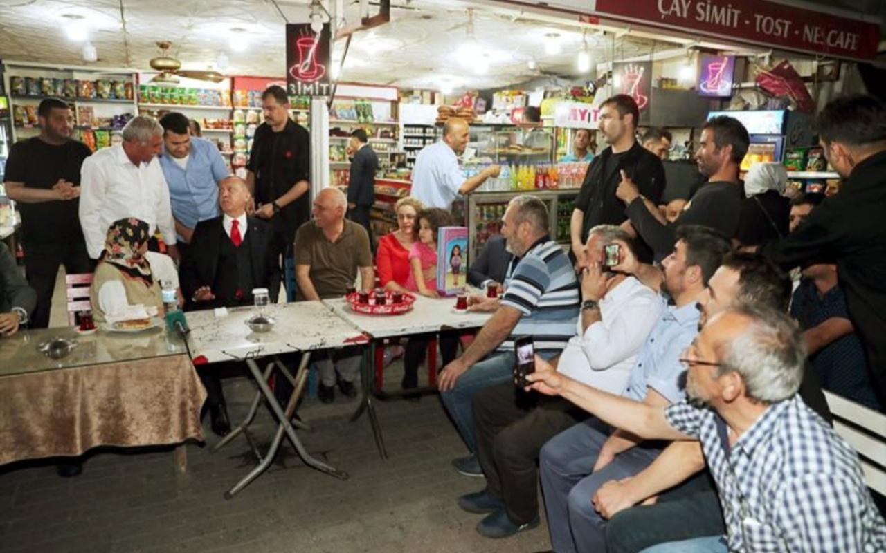 Erdoğan'a yoğun ilgi! Vatandaşlarla oturup çay içti