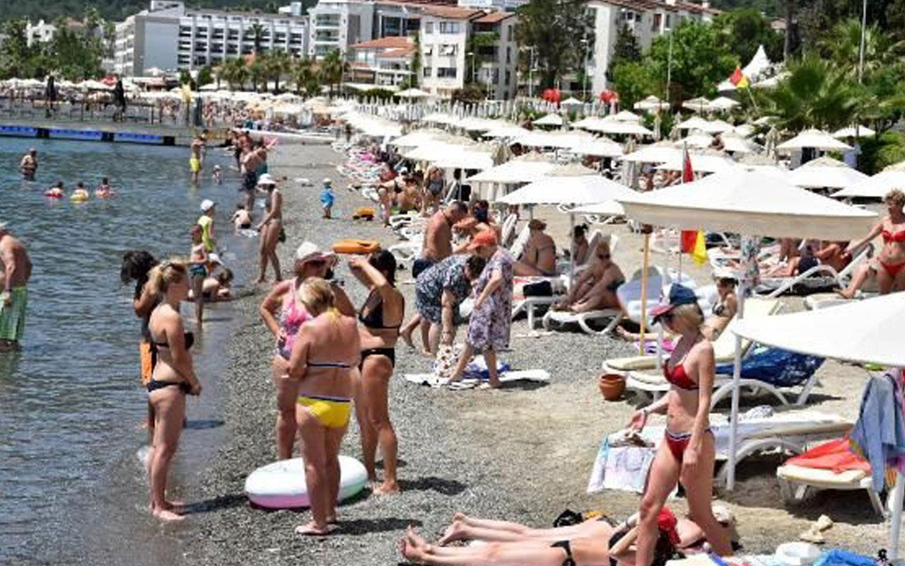 Marmaris'te plajlarda bayram yoğunluğu