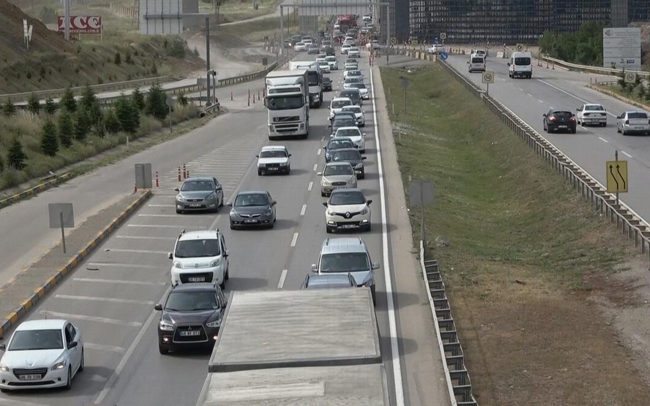 Kırıkkale'de 43 ilin geçiş noktasında trafik yoğunluğu