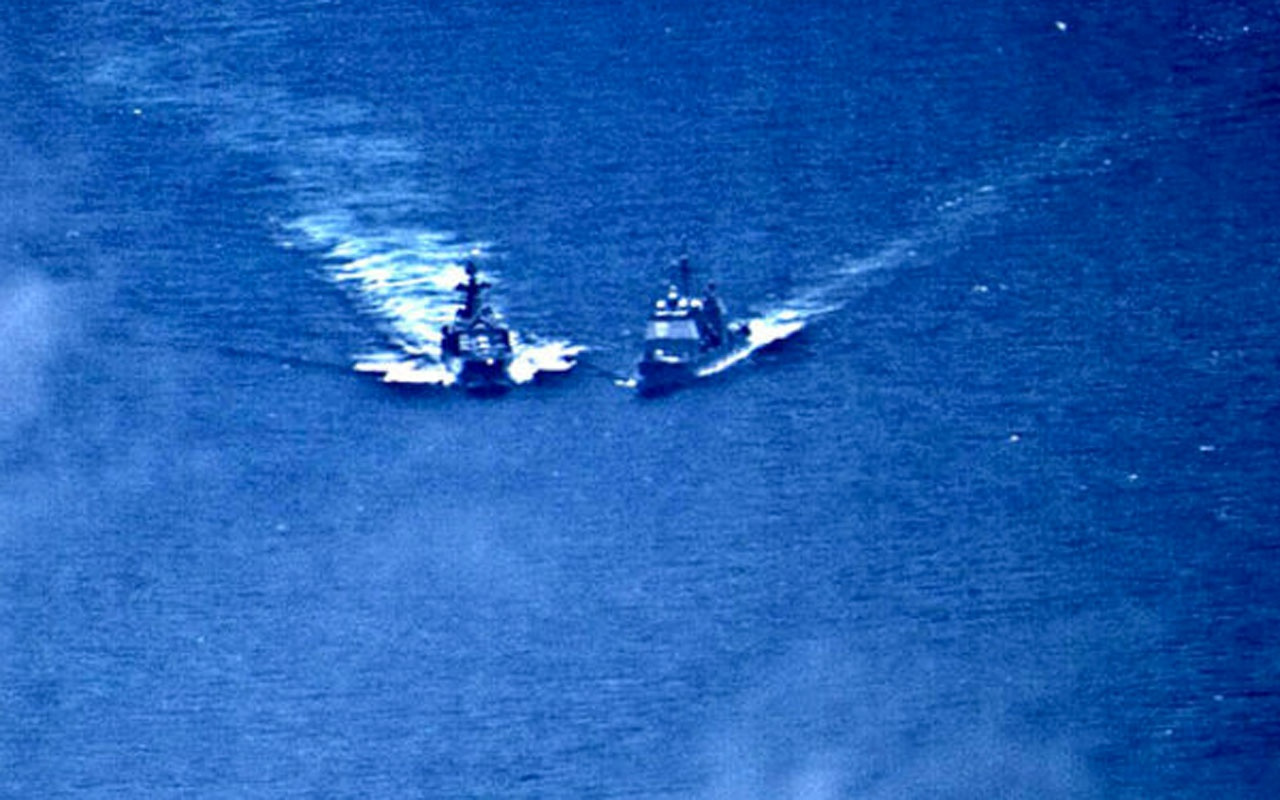ABD ve Rus savaş gemilerinden tehlikeli manevralar!