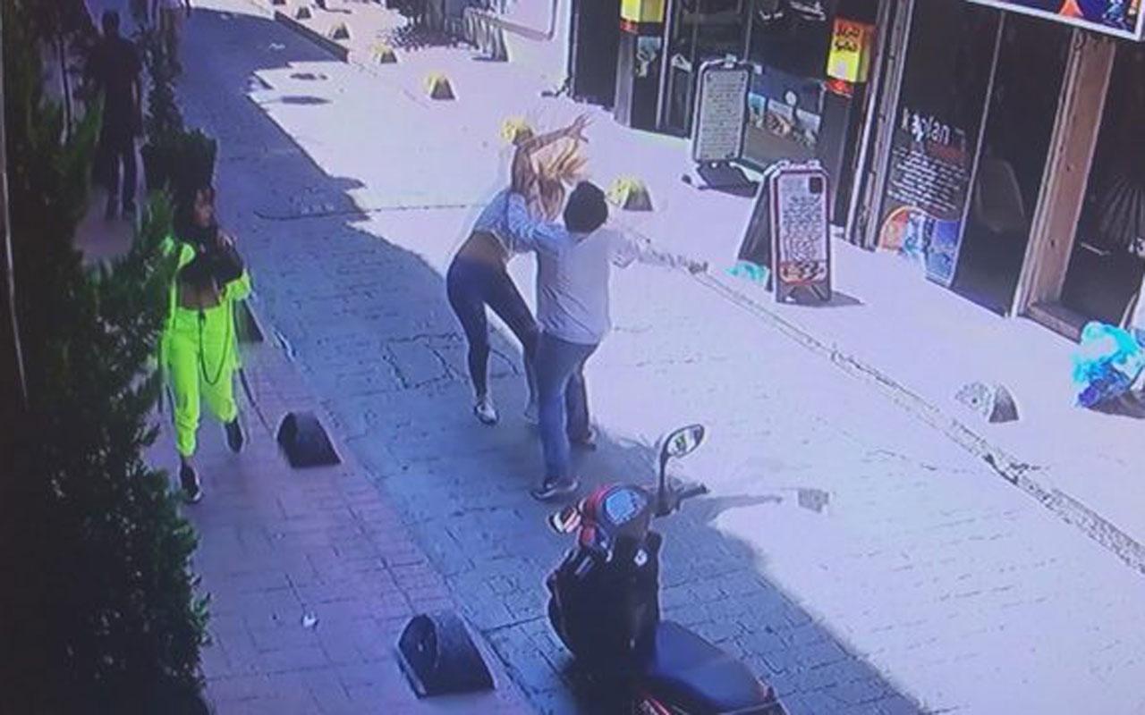 Beyoğlu'nda inanılmaz görüntüler! 2 yabancı uyruklu kadını feci şekilde dövdüler