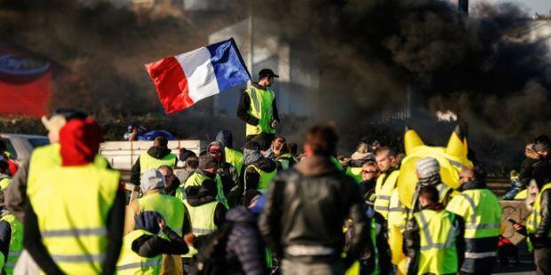 Fransa'da sarı yeleklilerin gösterileri devam ediyor - Sayfa 7