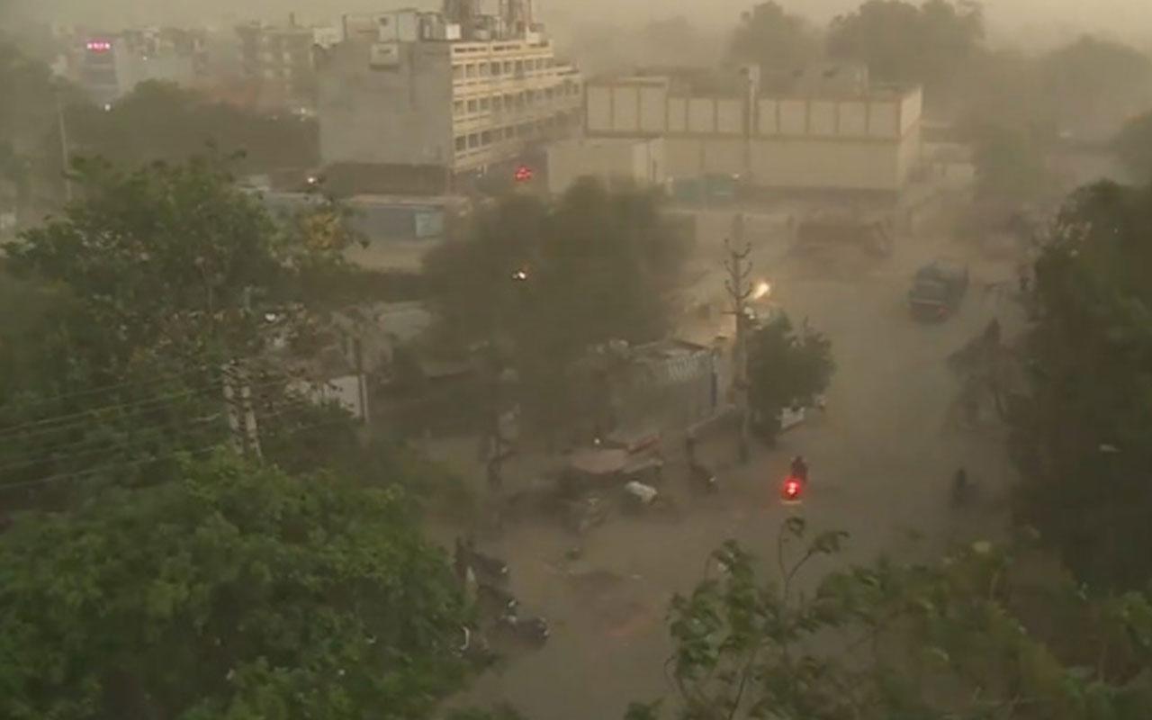 Hindistan'daki kum fırtınasında 19 kişi hayatını kaybetti
