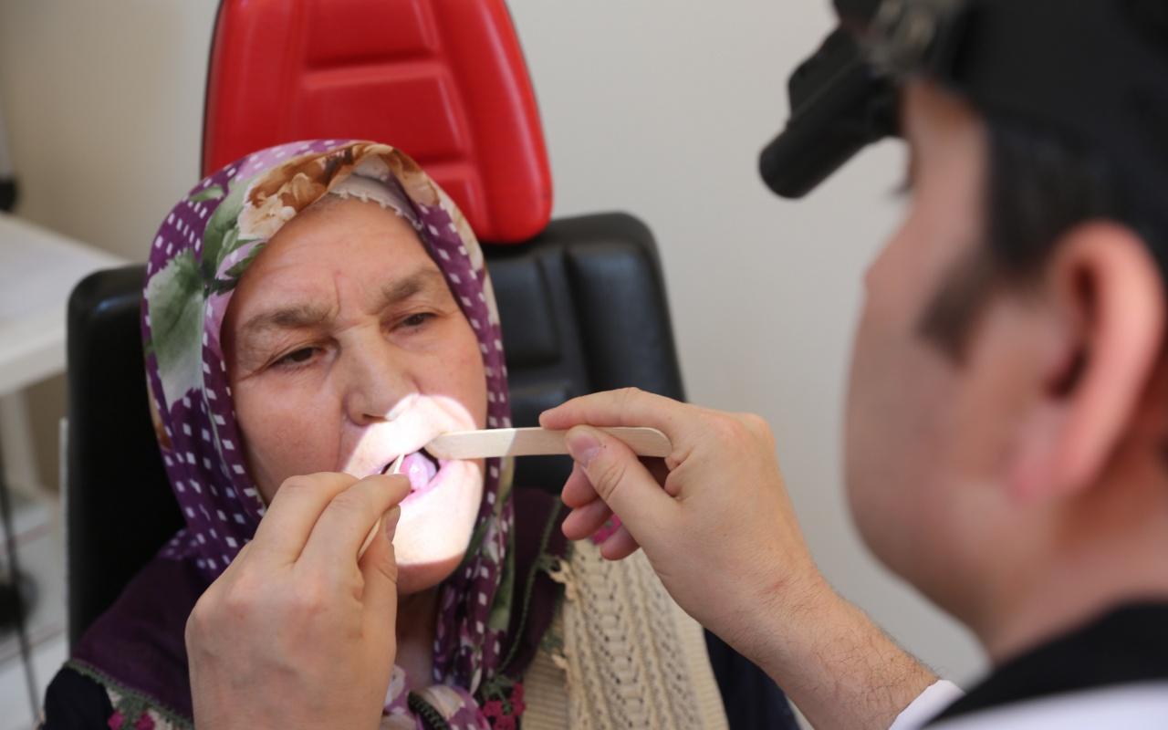 75 yaşındaki kadının dilinin yarısı kesildi