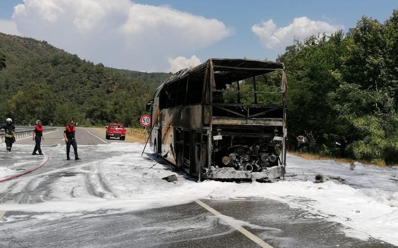 Marmaris'te yolcu otobüsü alevler içinde kaldı