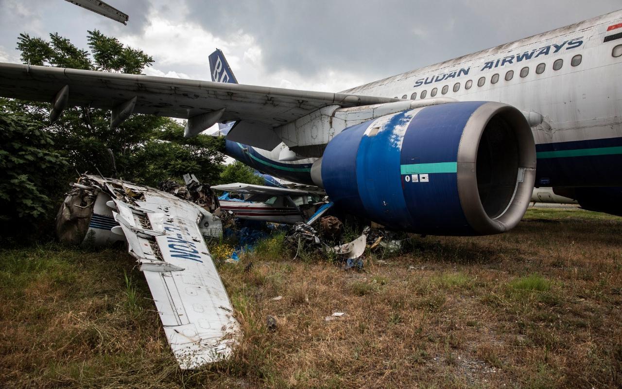 Atatürk Havalimanı'ndaki hurda uçaklar kaldırılmayı bekliyor