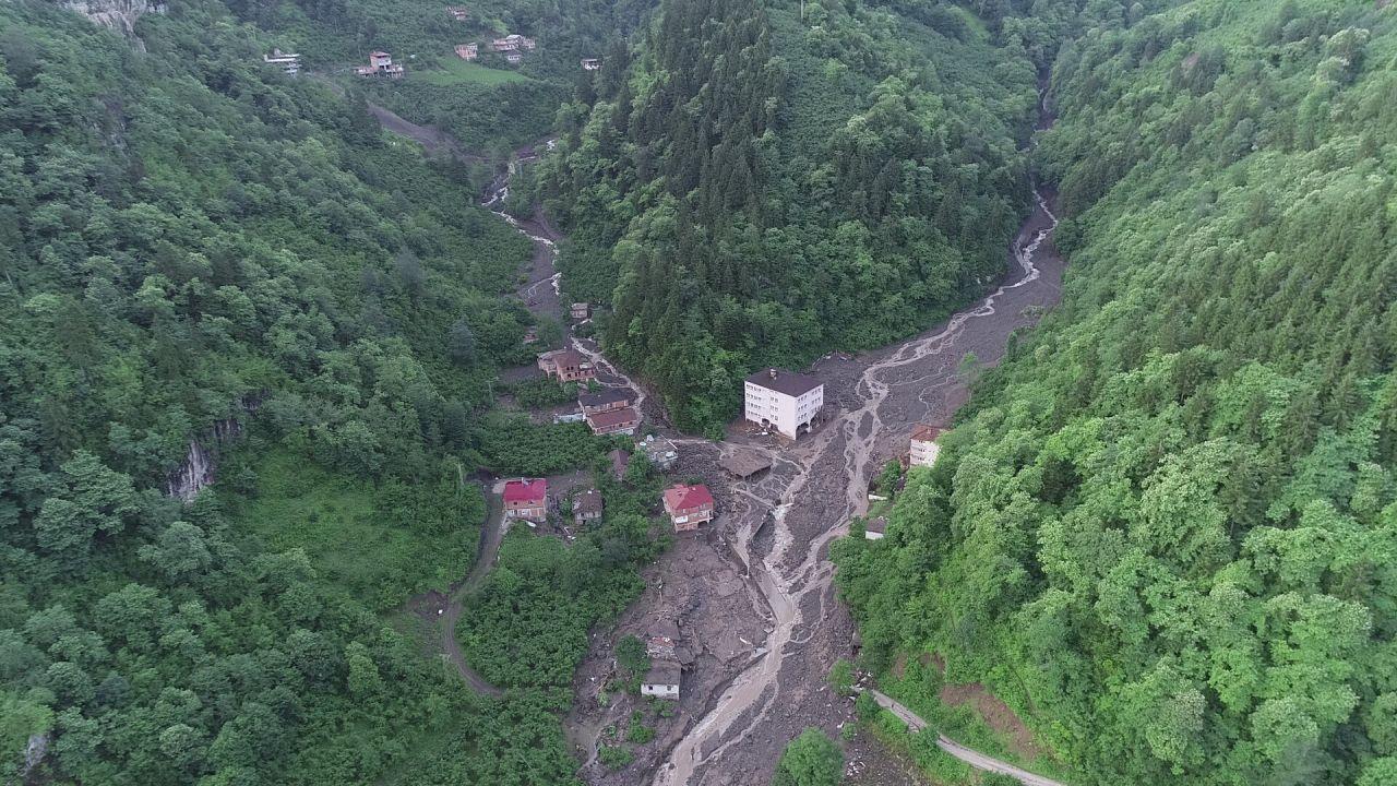 Trabzon'daki sel felaketinde acı haberler peş peşe geldi! 3 kişi öldü 7 kişi kayboldu