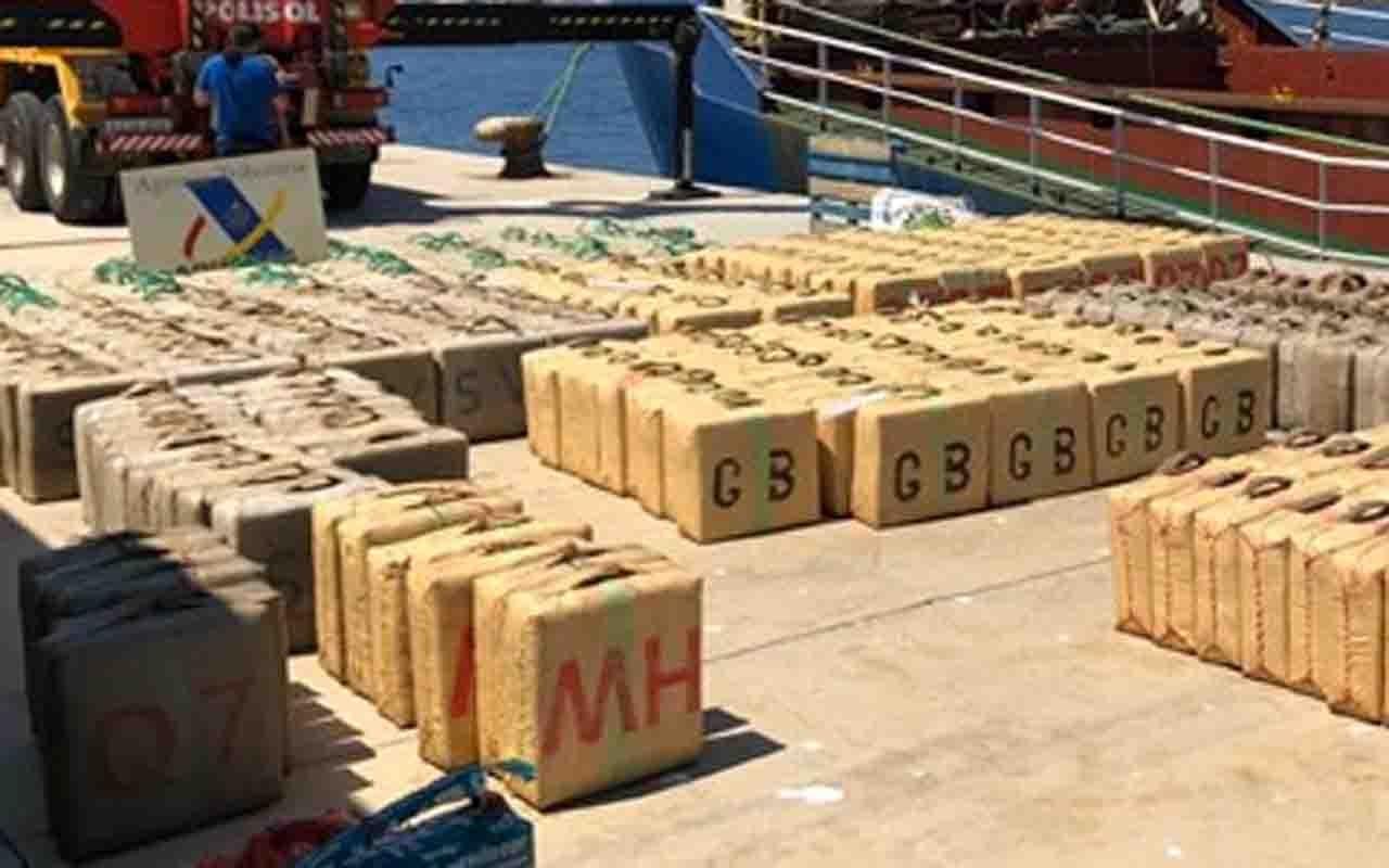 Emniyet uluslararası sulardaki başarısı 12 ton esrar yakalattı