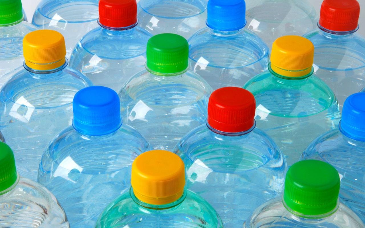 Uzmanlar uyardı! Yazın pet şişe kullanırken bir kez daha düşünün!