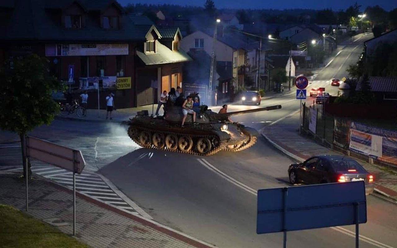 Alkollü bir grup tankla şehirde gezintiye çıktı olanlar oldu