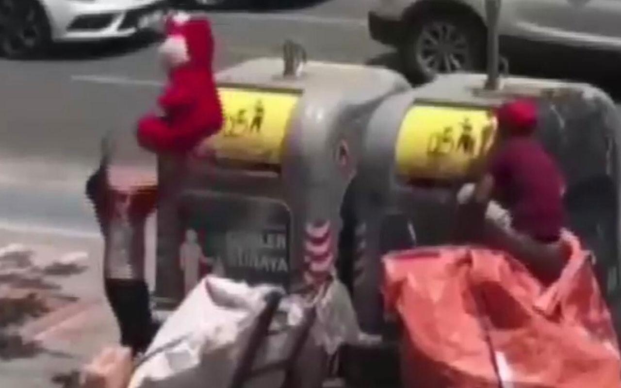 Batman'da bir çocuk çöpte bulduğu oyuncak ayı ile kendinden geçti