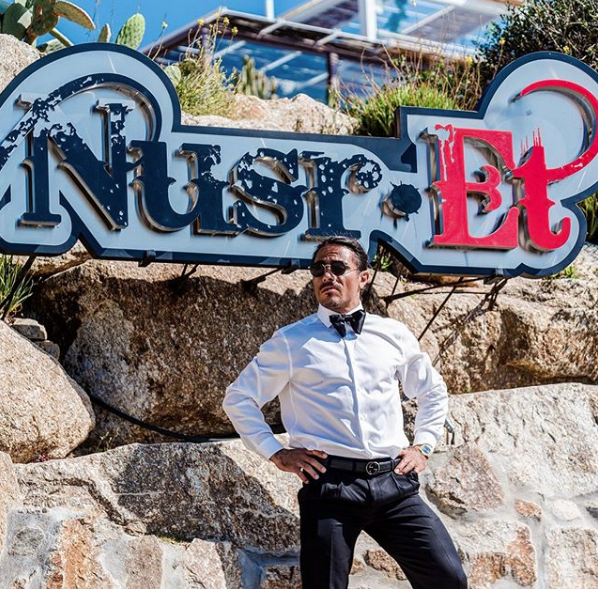 Nusret'in yeni restorantına ünlü akını oldu! Ziyafet çekmenin karşılığı ise dudak uçuklatıyor