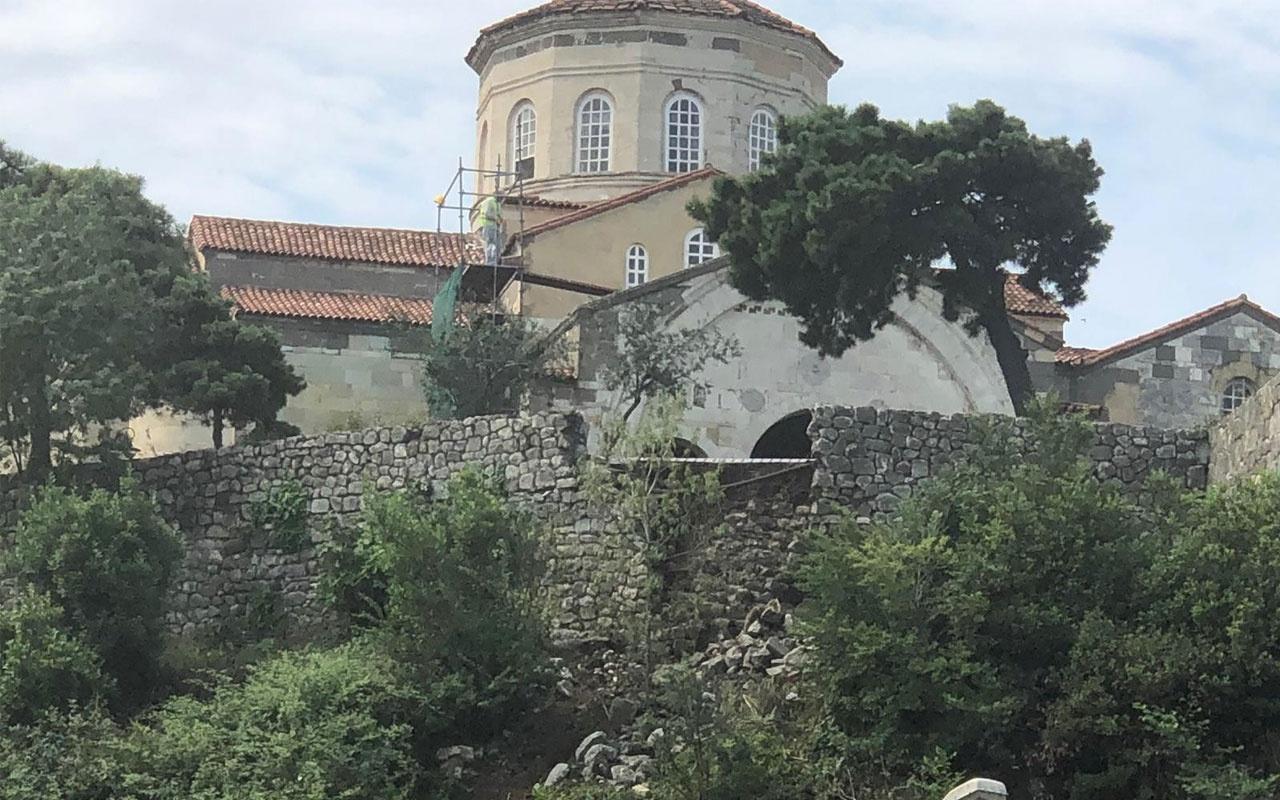 Ayasofya'nın duvarı aşırı yağmura dayanamadı