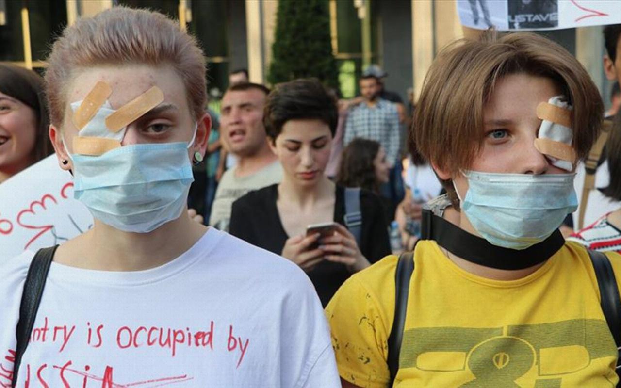 Gürcistan'da protestocular yeniden parlamento önünde toplandı