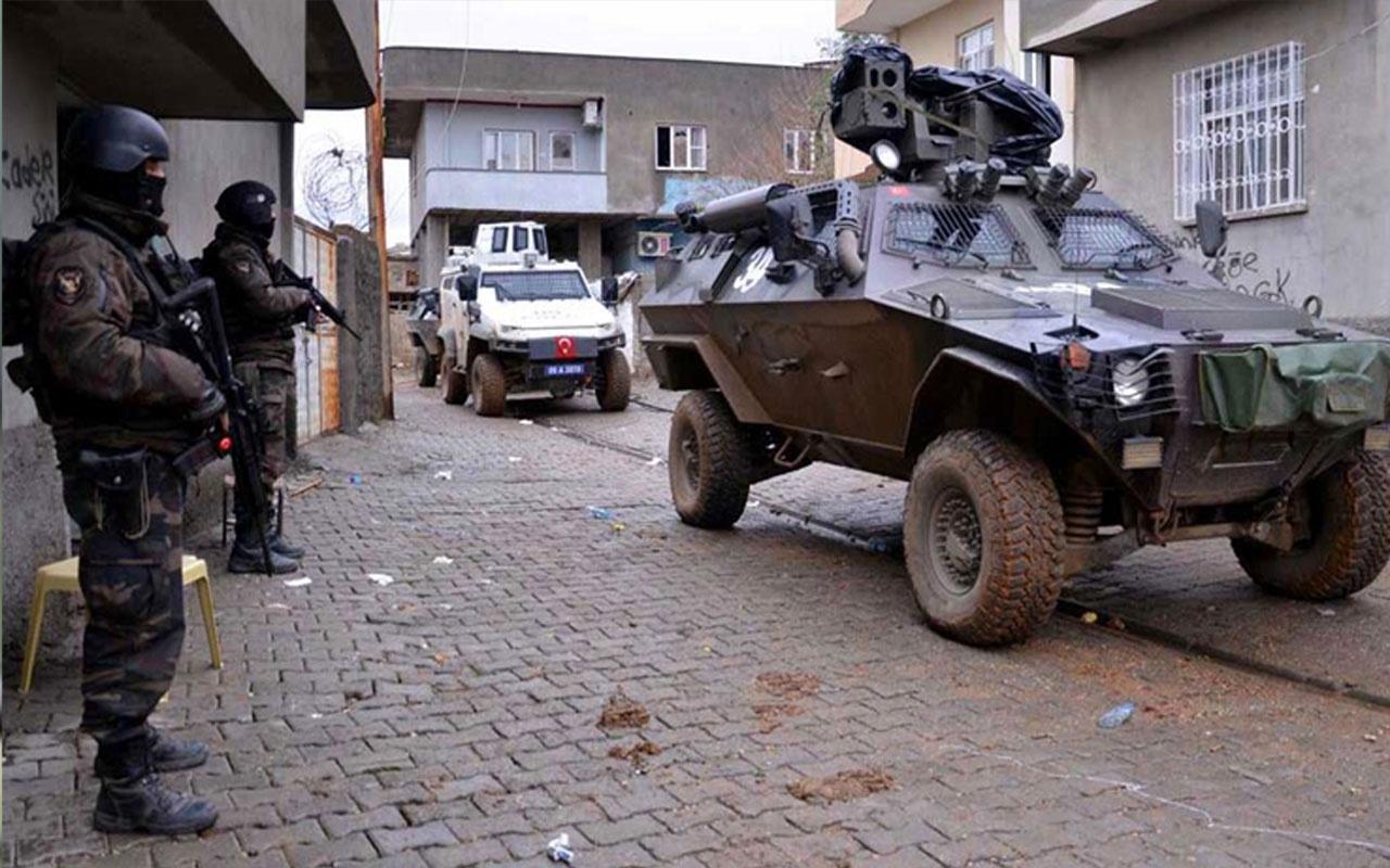 Diyarbakır'da özel harekatçıların aracı devrildi! 1 şehit 5 yaralı