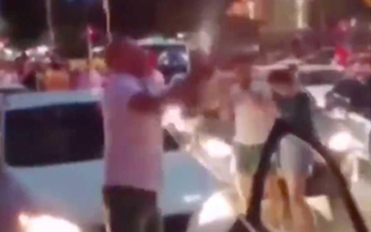 Kutlama yapan CHP'liler Maltepe Camii karşısında şampanya patlattılar!