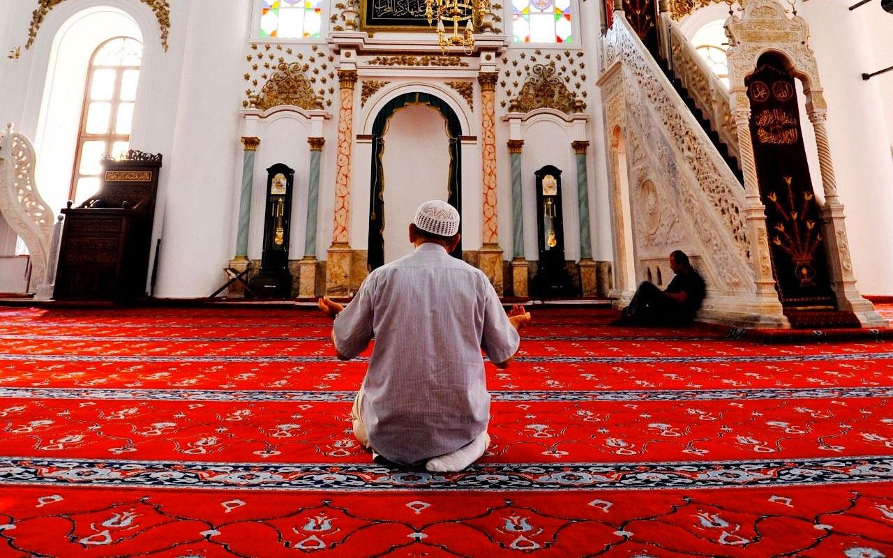 Sabah namazına gelmeyen imama yaşlı adam bastonla saldırdı