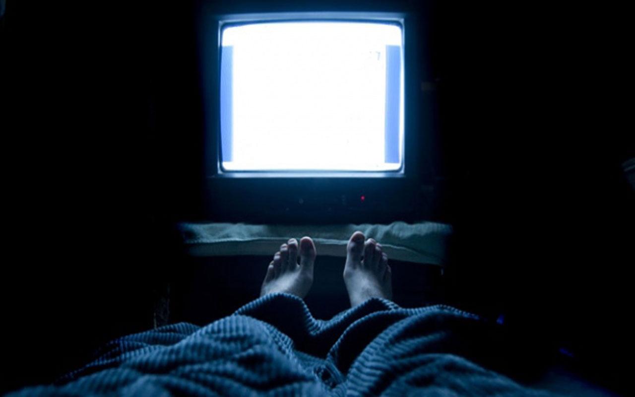 Uzman uyardı! Karanlıkta televizyon izlemek hangi hastalığı tetikliyor!