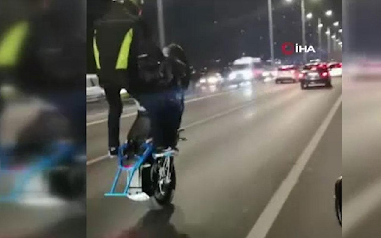 Motosikletli maganda 15 Temmuz Şehitler Köprüsü'nde tek tekerle ilerledi