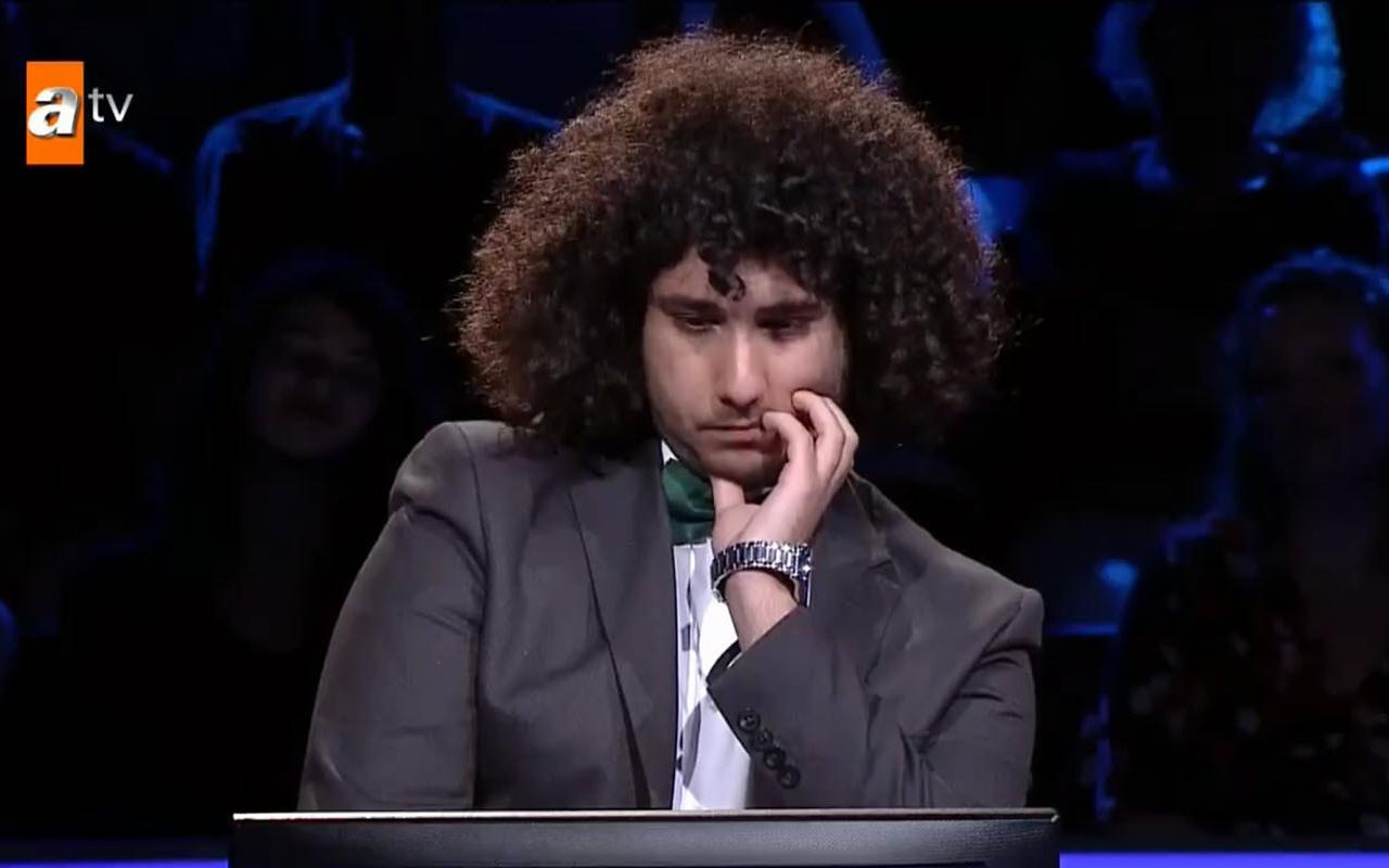 19 yaşındaki Arda Bey Kim Milyoner Olmak İster'de 1 milyonluk soruyu açtırdı ama....