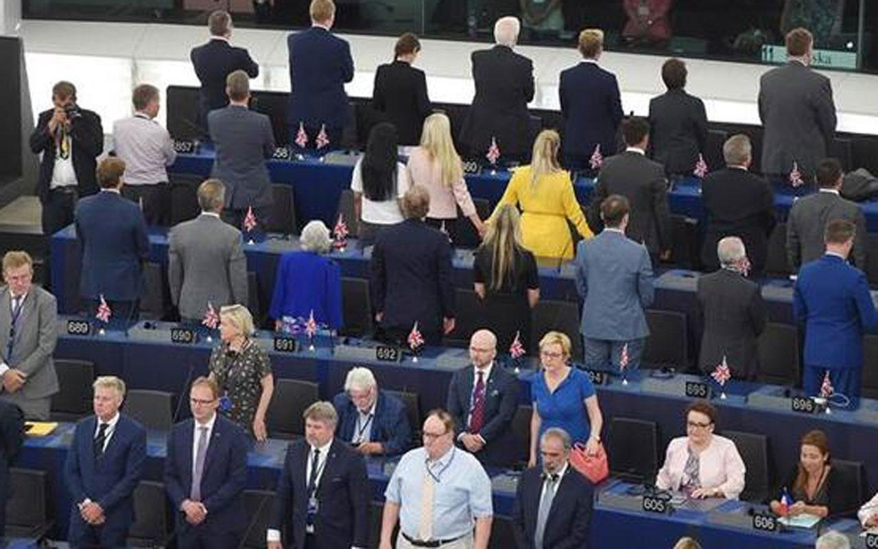 Avrupa Parlamentosu'nda Brexit protestosu! Avrupa marşı okunduğu sırada...