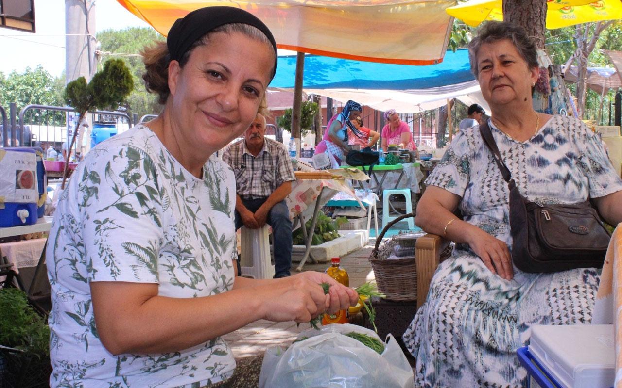 İzmir'de kurulan bu pazarda erkeklere yer yok