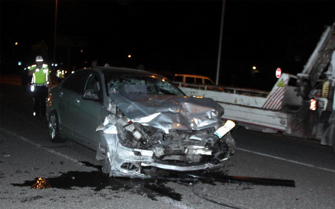 Lüks otomobiller çarpıştı: 2 ölü, 3 yaralı