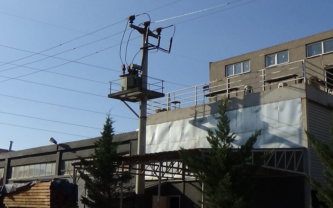 Bursa'da işçinin üzerine yanan elektrik kablosu düştü