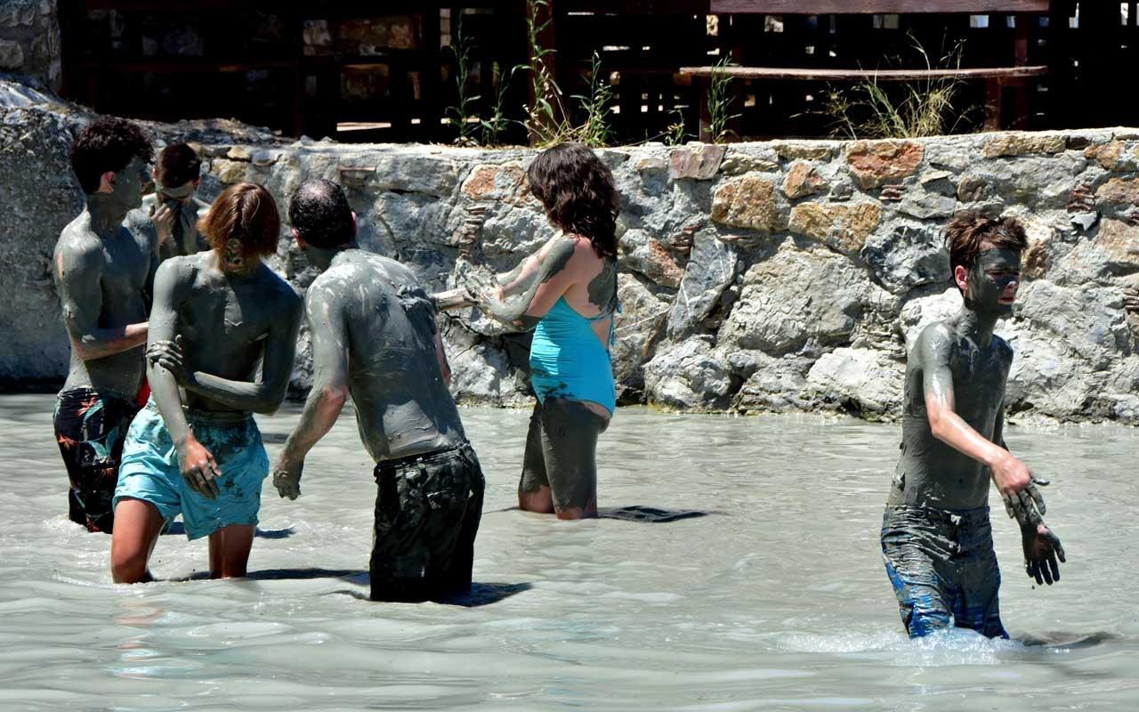 Muğla'da çamur banyosuna yabancı turist ilgisi
