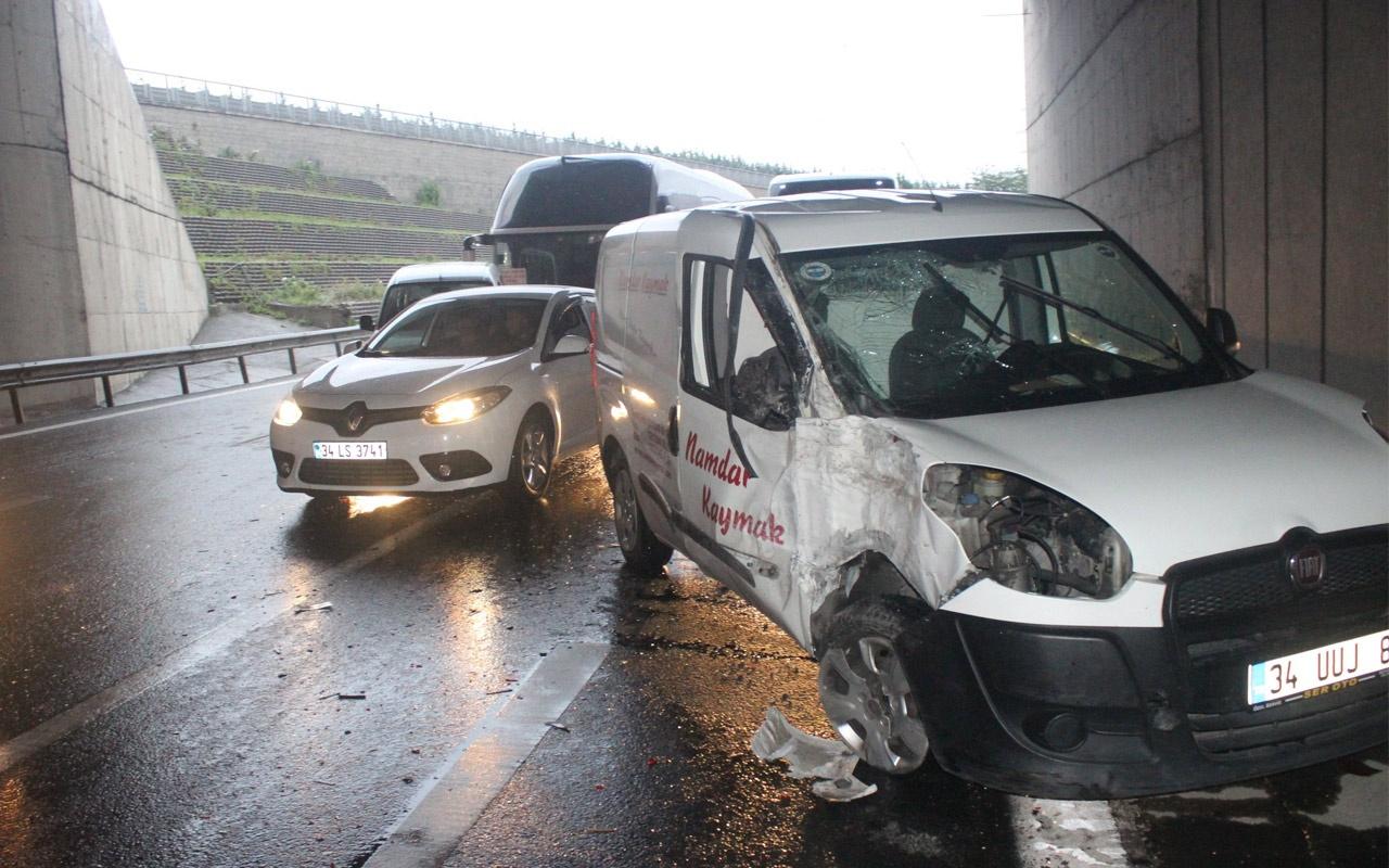 İstanbul'da yağmur trafik kazasına neden oldu! Trafik kilitlendi