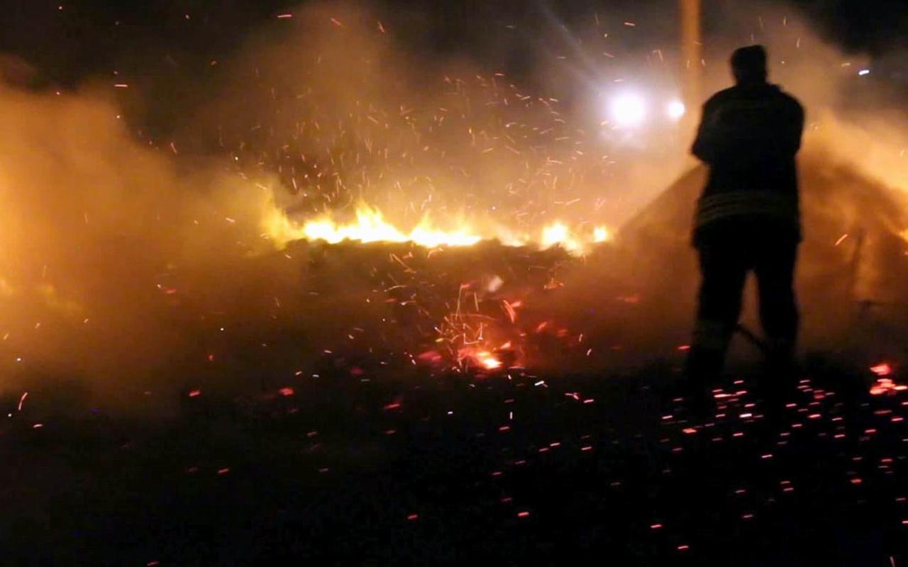 Erzincan'da turşu palet deposu yandı! 2 saatte söndürüldü