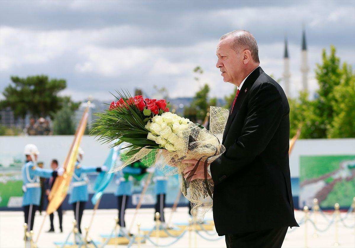 Erdoğan'ın 15 Temmuz etkinliklerinde ilk ziyareti şehitler anıtına oldu - Sayfa 3