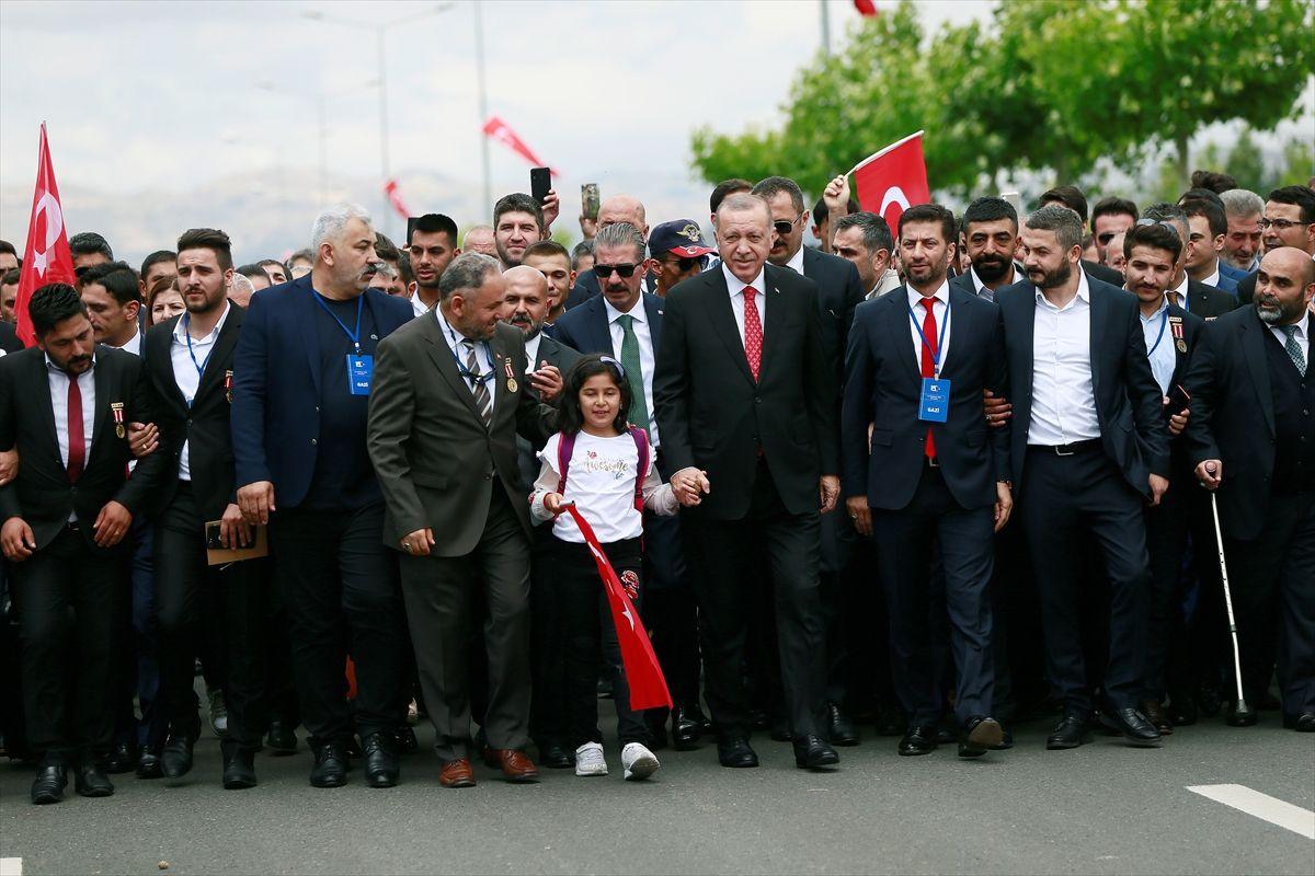 Erdoğan'ın 15 Temmuz etkinliklerinde ilk ziyareti şehitler anıtına oldu - Sayfa 5