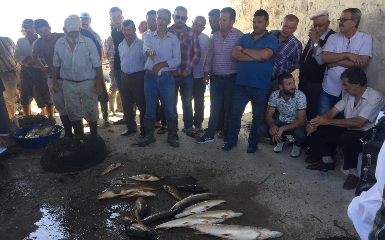 Bursa'da 100 yıldır bu iş yapılıyor! Tutulan balıklar açık artırmayla satılıyor