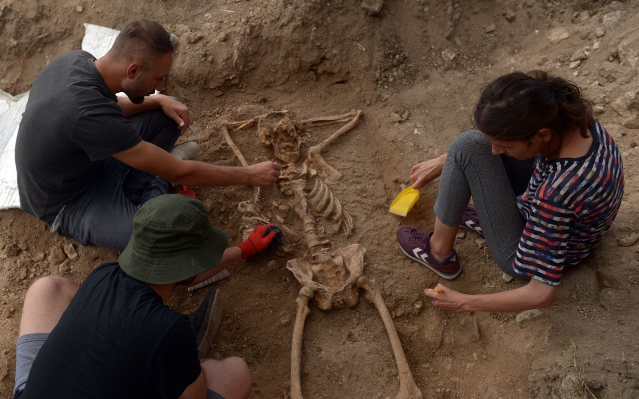 200 yıllık iskelet bulundu! Mezarındaki yatış pozisyonu görenleri şaşırttı