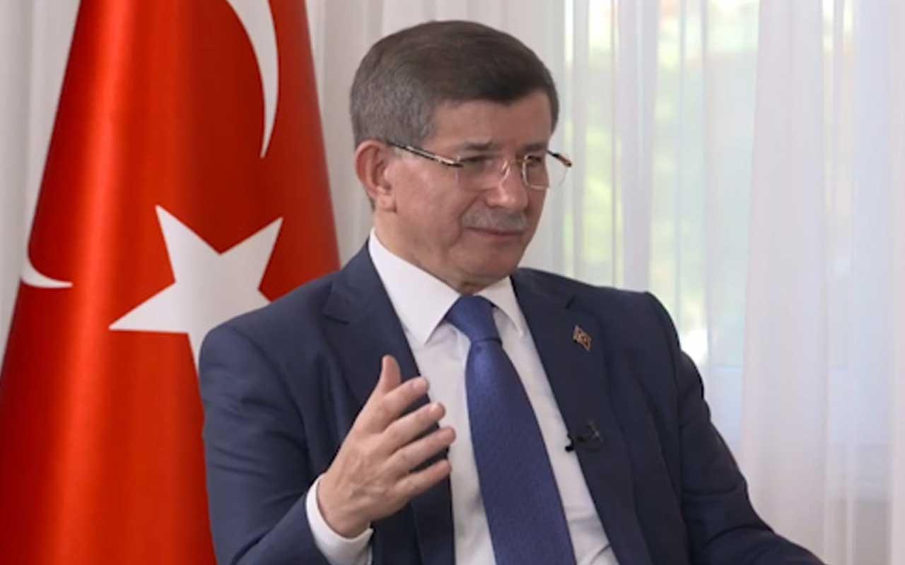 "Ahmet Davutoğlu ""Keşke 1 ay daha sabredip ayrılmasaydım"""
