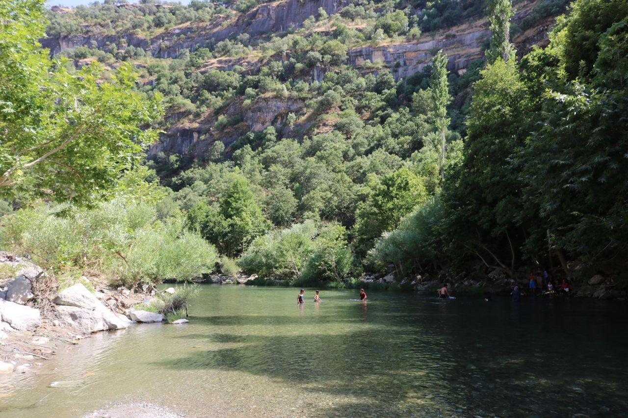 Diyarbakır'ın Silvan, Kulp, Hazro ilçeleri arasında saklı cennet gelenler büyülenip dönüyor