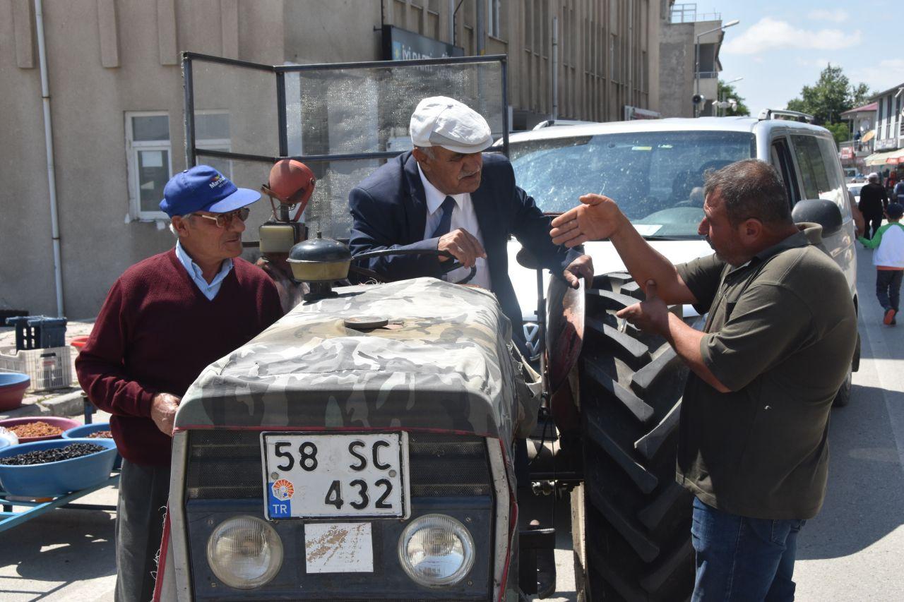 Sivas Gölova Belediye başkanı makam aracı olarak 36 yıllık traktörünü kullanıyor - Sayfa 7